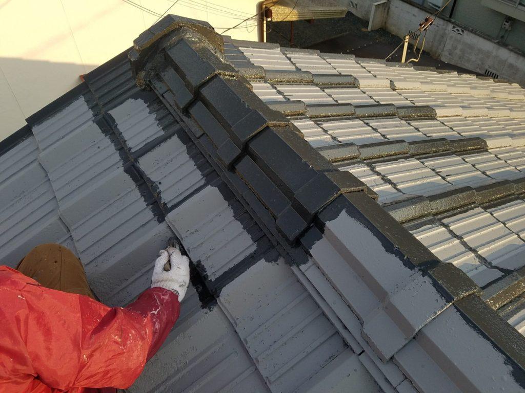 セメント瓦屋根 中塗り