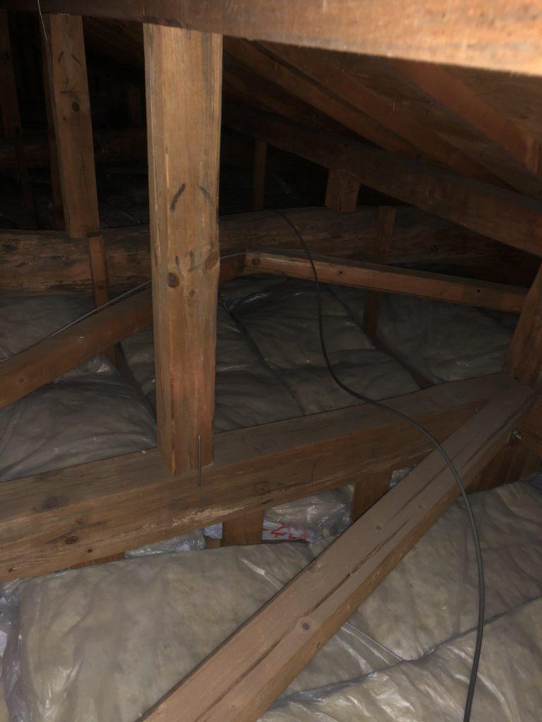 屋根裏断熱材